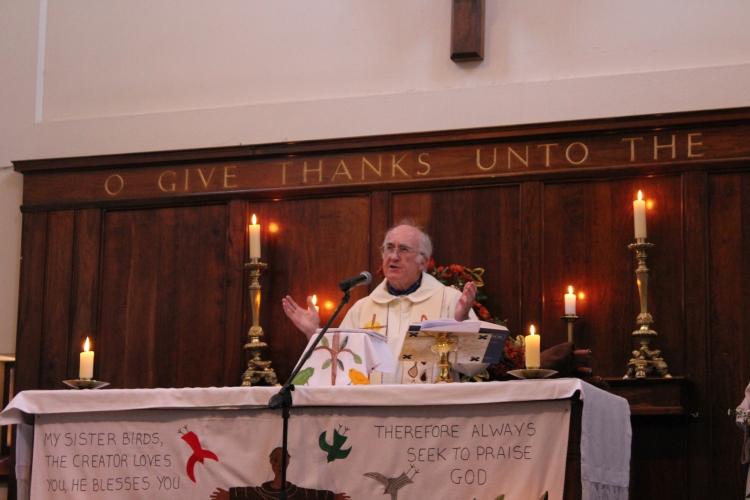 Tim leads his last Eucharist at St Francis (2)